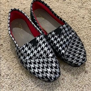 Black and Silver Toms